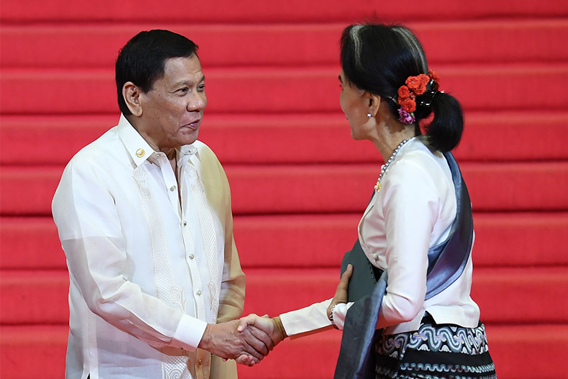 Myanmar's State Counsellor and Foreign Minister Aung San Suu Kyi (R) shakes hands with Philippine President Rodrigo Duterte (L) upon her arrival to attend the opening ceremony of the Association of Southeast Asian Nations (ASEAN) leaders' summit in Manila on April 29, 2017. AFP/Mohd Rasfan