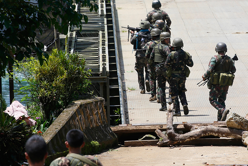 10 troops killed in Philippine military air strikes