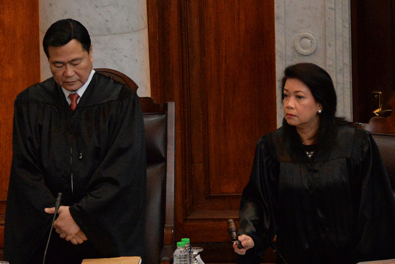 Supreme Court Senior Associate Justice Antonio Carpio and Chief Justice Maria Lourdes Sereno at the start of oral arguments in August 2016 on the cases against the burial of remains of late dictator Ferdinand Marcos at the Libingan ng mga Bayani (Heroes' Cemetery). SC PIO/Released