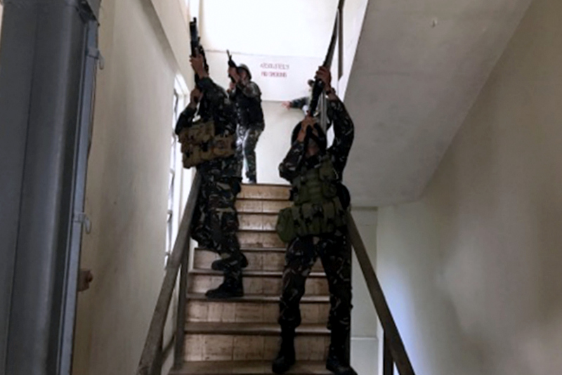 Soldiers search a building during a mock counter-terrorism maneuver in Tacurong City on Monday, June 26, 2017. STAR/John Unson