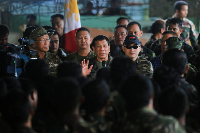 President Rodrigo Duterte visits the Tactical Command Post of the Joint Special Operations Task Force Trident in Barangay Kilala in Marawi City on Aug. 4, 2017. PPD/Albert Alcain