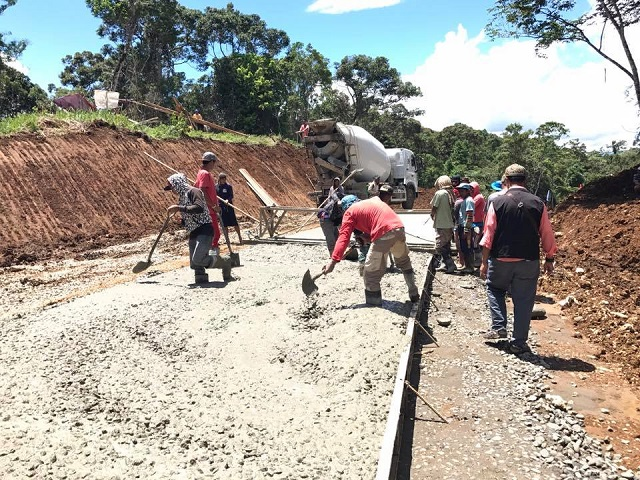 Construction of the Tagoloan-Talakag Highway in Lanao del Sur is proceeding despite the conflict in Marawi City. John Unson