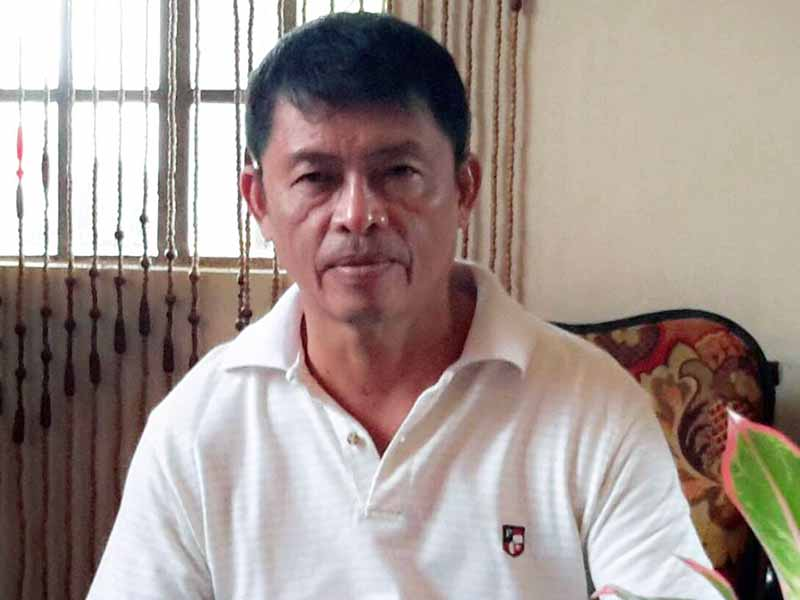 Wilfran Calleja, a former employee at the City Agriculturist Office complains about his floating status after he was relieved of his post five years ago. Bicol Standard