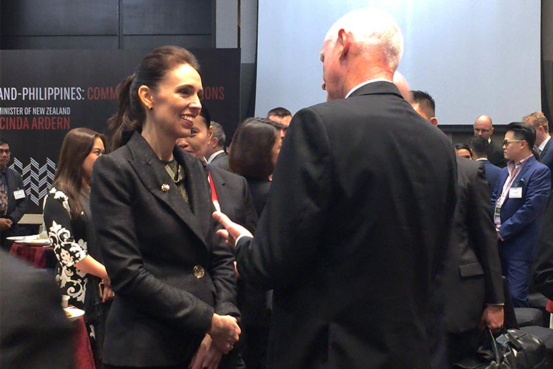 New Zealand Prime Minister Jacinda Ardern speaks with a guest at a breakfast meeting on Tuesday, Nov. 14, 2017 where she witnessed a signing of a tourism agreement, among others, between two corporations that would allow direct flights from Manila to Auckland. Ardern is in Manila for the East Asia Summit and related ASEAN meetings. Philstar.com