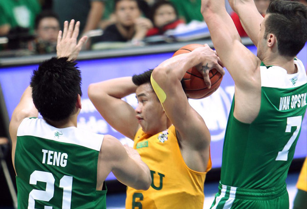 FEU's Raymar Jose (6) looks for an open teammate as he is hounded by La Salle's Arnold  Van Opstal (right) and Jeron Teng during their showdown for the No. 2 spot in the UAAP Final Four. JOEY MENDOZA JR.