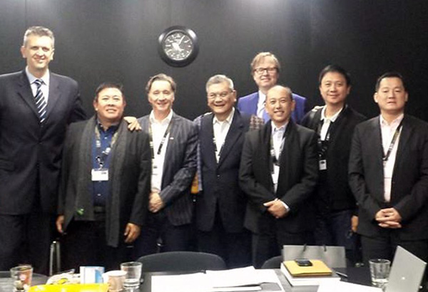 Philippine delegation with FIBA director of events Predrag Bogosavljev (left) and FIBA director general for media and marketing services Frank Leenders behind at the recent FIBA 2019 World Cup bid workshop in Switzerland. The delegates are(from left) SBP deputy executive director for external affairs Butch Antonio, Octagon Asia-Pacific president Sean Nicholls, SBP executive director Sonny Barrios, Tourism Promotions Board chief operating officer Domingo Enerio, PBA chairman Patrick Gregorio and logistics consultant Andrew Teh.
