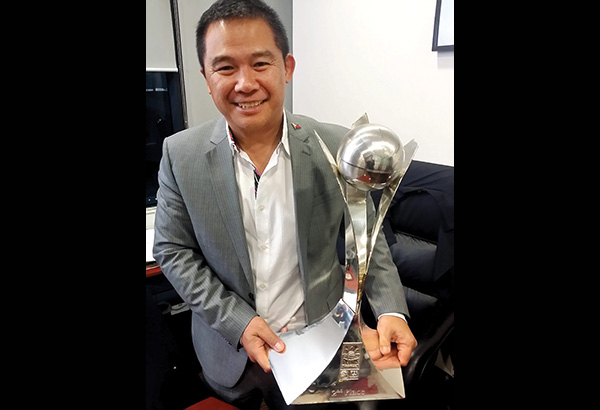Chot Reyes with Gilas' FIBA Asia second place trophy
