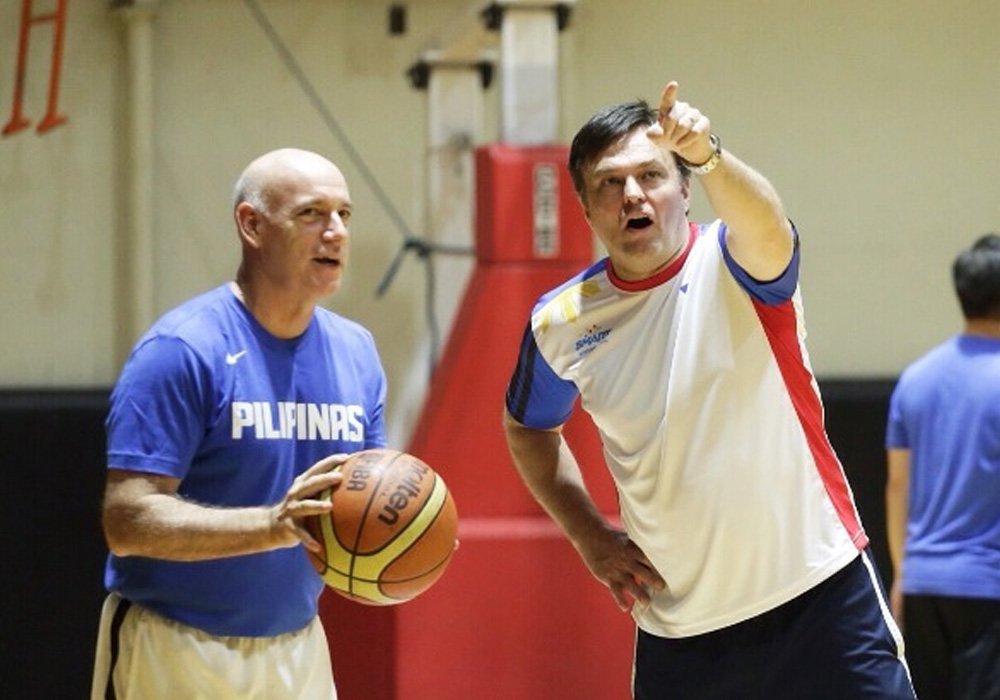 Alex Compton (right) with Gilas head coach Tab Baldwin during practice.