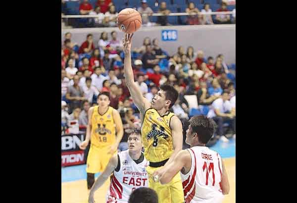 Clark Derige (11) upstages Ed Daquioag (8) of UST to power UE to a big upset win in the UAAP Season 78. File Photo