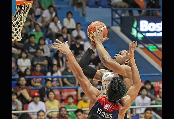 La Salle's Benoit Mbala squares up for a jumper against Lervin Flores of Arellano during the championship duel in the Filoil Flying V Pre Season Cup. JUN MENDOZA