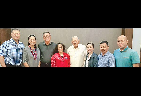 Philippine Olympians Association chairman Paing Hechanova (center) and PSC chairman Butch Ramirez (third from left) honor Rio Olympics silver medalist Hidilyn Diaz with past Filipino Olympians (from left) Rep. Monsour del Rosario, Akiko Thomson, Weena Lim, Roel Velasco and Stephen Fernandez.