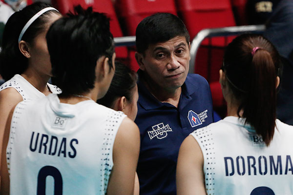 National University head coach Roger Gorayeb could only do so much as the Lady Bulldogs suffered a straight set beating from defending champions De La Salle University 27-29, 16-25, 21-25 Sunday, Feb. 19 at the FilOil Flying-V Arena in San Juan. |philstar.com/Efigenio Toledo IV