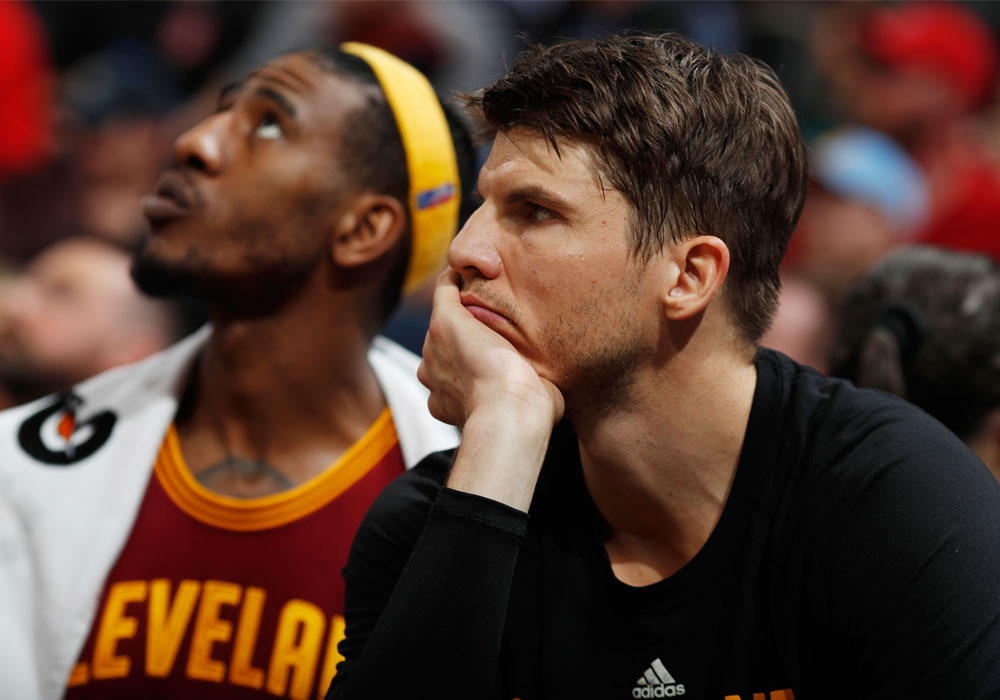 Cavs to sit out Korver several games with foot injury