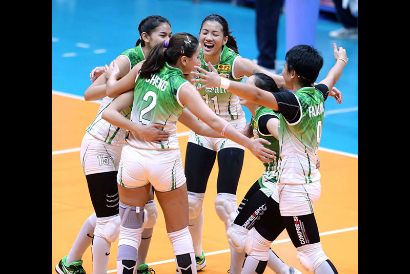 La Salle's Desiree Cheng, Mary Joy Baron, Kim Kianna Dy, Dawn Macandili whoop it up after scoring a crucial point against the UST Tigresses at the Filoil Flying V Center.  JOEY MENDOZA