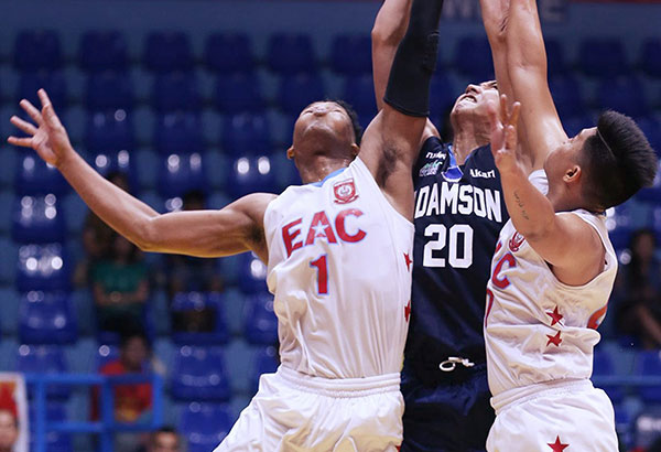 Adamson's Kristian Bernardo (center) fights off EAC's Sydney Onwubere (left) and Jerome Garcia in a rebound play during their Filoil Flying V Premier Cup clash in San Juan. JOEY MENDOZA JR.