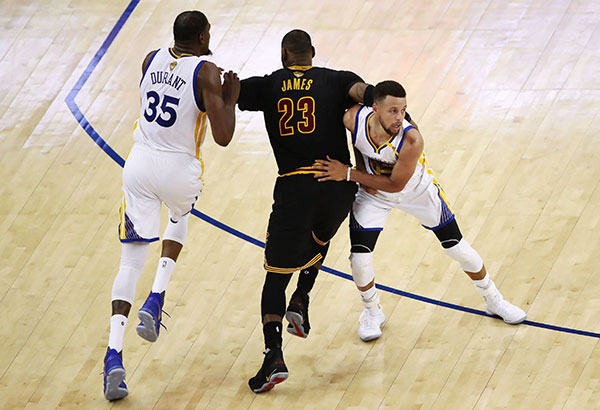 Warriors rally late to put LeBron and Cavaliers in 3-0 hole