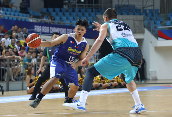 Kiefer Ravena of Chooks-to-Go Pilipinas in action against a Kazakh defender. | Photo from Bounty Sports