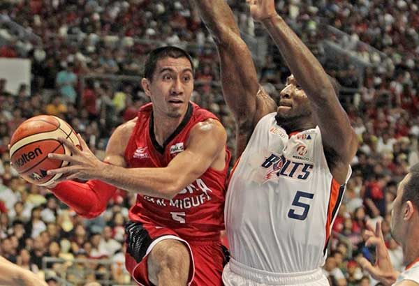 Barangay Ginebra's LA Tenorio runs out of space as he drives against Meralco import Allen Durham during Game 5 of the PBA Governors Cup Finals before a huge Sunday crowd at the Philippine Arena in Bocaue, Bulacan. JUN MENDOZA