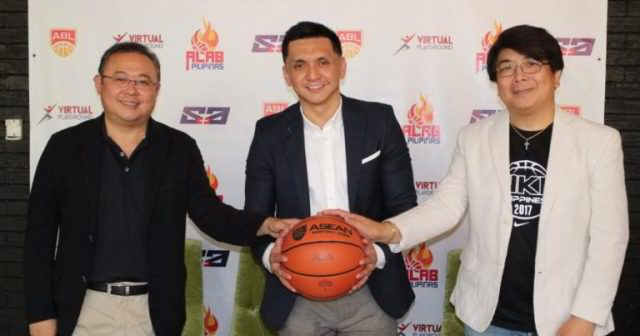 Jimmy Alapag (middle), Tanduay-Alab Pilipinas' new head coach.   Alab Pilipinas Photo