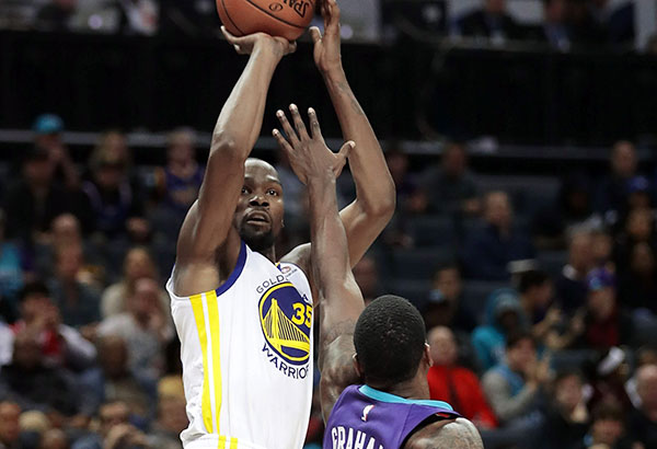 Kevin Durant gets 35-point triple-double versus Hornets