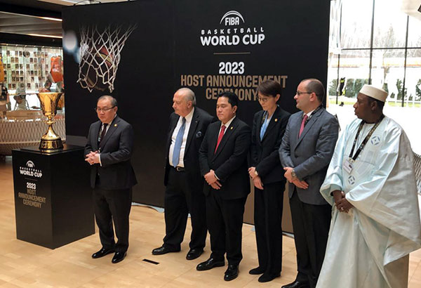 SBP chairman emeritus Manny V. Pangilinan (extreme left) joins (from second left) FIBA president Horacio Muratore, Indonesian Basketball Association chairman Erick Thohir, Japanese Basketball Association president Yuko Mitsuya, FIBA sec-gen Patrick Baumann and FIBA Central Board member Hamane Niang on center stage after the Philippine-led consortium with Japan and Indonesia was awarded the hosting rights for the 2023 FIBA World Cup in Mies, Switzerland, last Saturday.