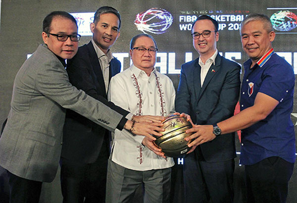 Photo shows (from left ) Rep. Robbie Puno, SBP president Al Panlilio, SBP chairman emeritus Manny V. Pangilinan, Foreign Affairs Secretary Alan Peter Cayetano and Gilas head coach Chot Reyes joining hands for the success of the FIBA 2023 World Cup. Jun Mendoza