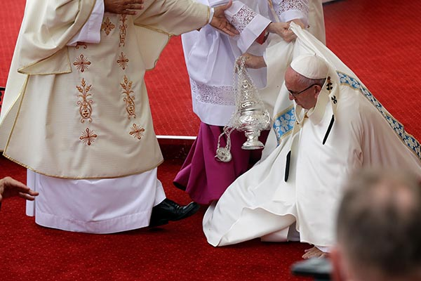 Pope Francis is helped by Vatican Master of Ceremonies, Mons. Guido Marini as he stumbles on the altar as he celebrates a mass in Czestochowa, Poland, Thursday, July 28, 2016. AP Photo/Gregorio Borgia