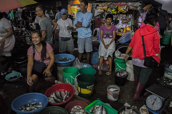 From 11 p.m.  to 6 a.m., fishermen sell their catch at the nearby market, where residents and small businesses can buy in bulk.