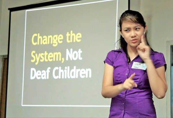 Duterte signs Filipino Sign Language Act into law