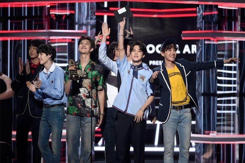 South Korea�s President Moon congratulates BTS