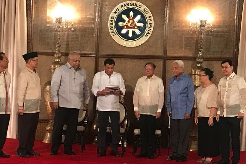 Concom to ban reelection for Duterte