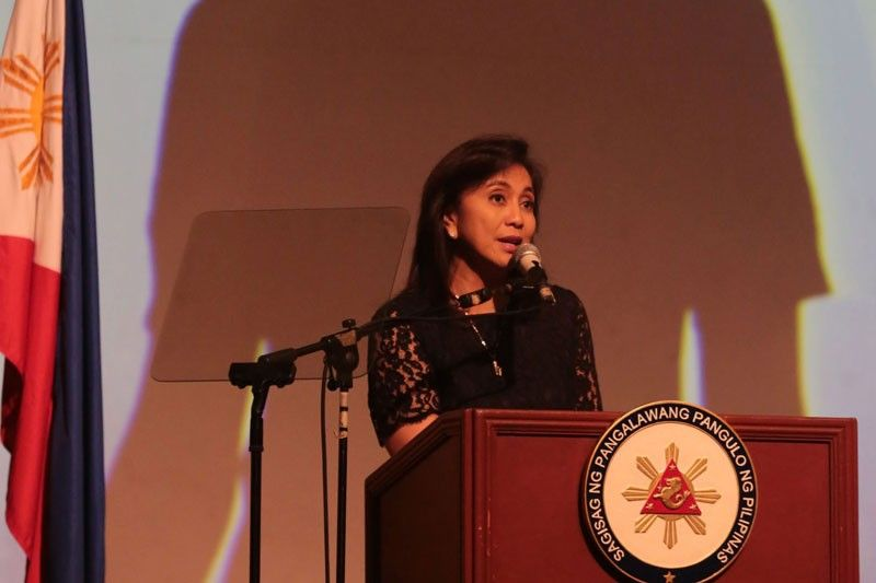 Leni off to US for daughter�s Harvard graduation