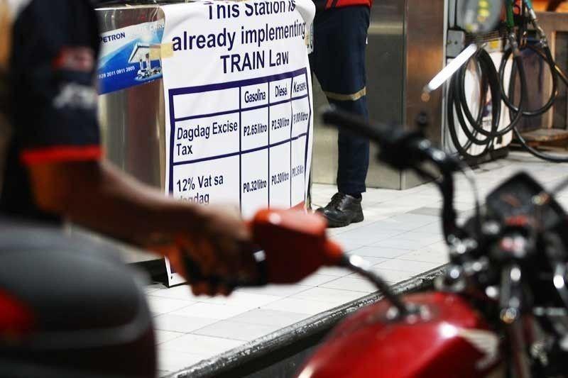 Senate: Speedy budget OK if fuel tax hike suspended