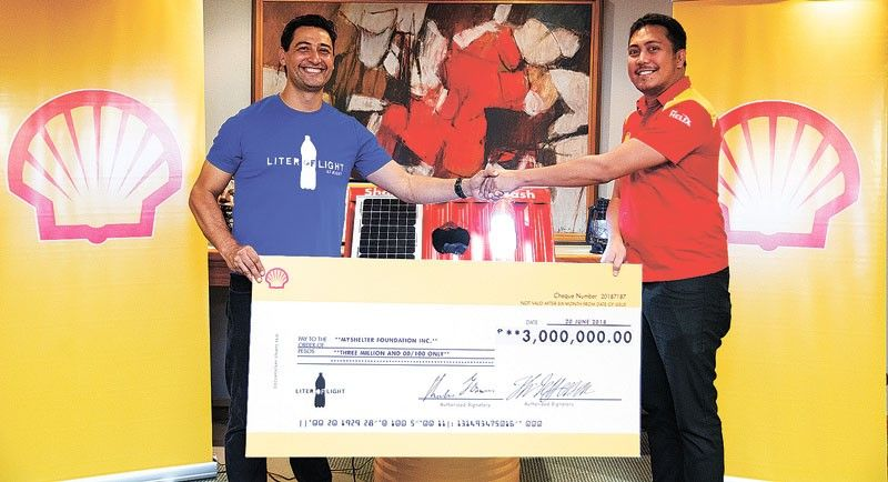 Shell turns over P3 million donation to Liter of Light Foundation