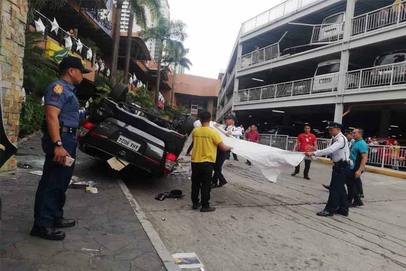 Grace Poe�s father-in-law hurt after car fell from elevated parking lot