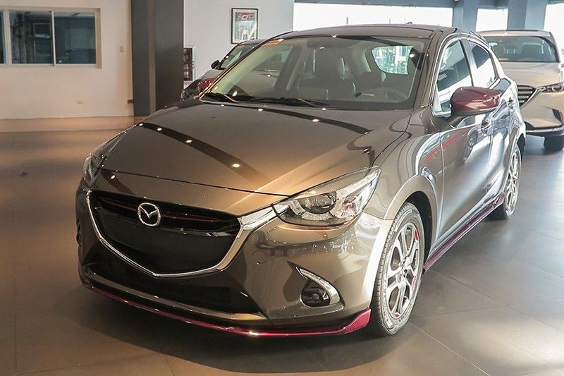 mazda2 java the luxurious subcompact. Black Bedroom Furniture Sets. Home Design Ideas