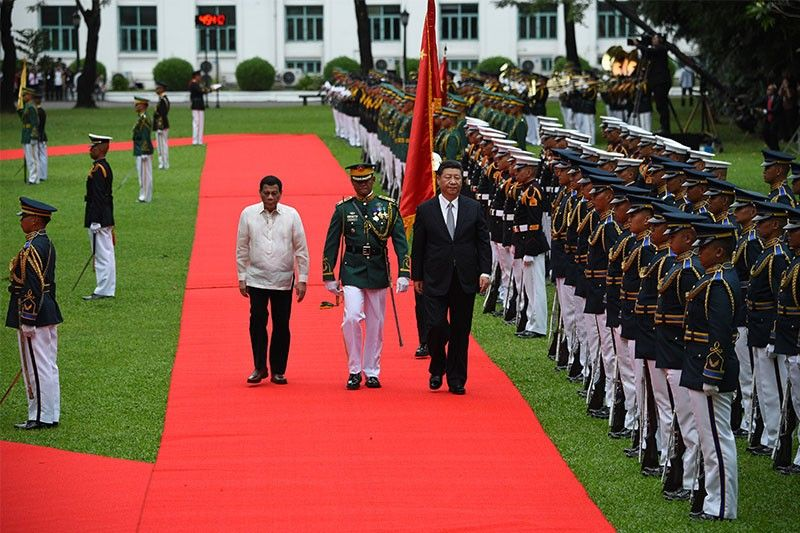 Flag protocol breach seen in Xi Jinping's Philippine visit