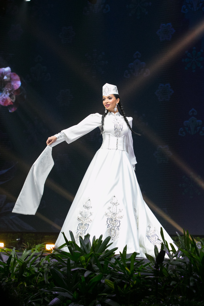 b8cbd2b9ebad Armenia  The white embroidered satin is based on the national costume of  the capital city. (Miss Universe)