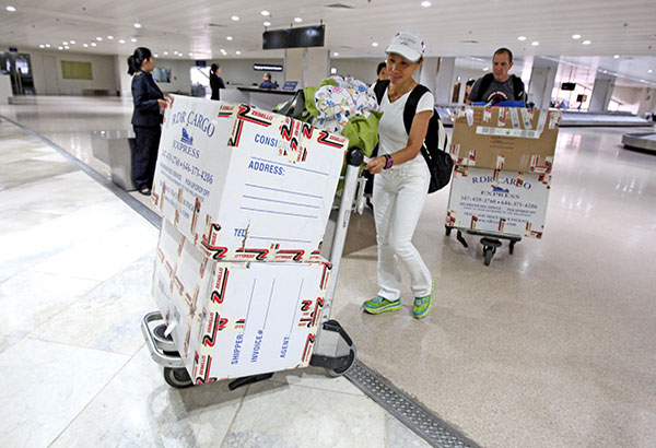 """A migrant rightsgroup recently condemned Bureau of Custom's latest memorandum onbalikbayanboxes saying it is another """"money-making"""" requirement. File photo"""