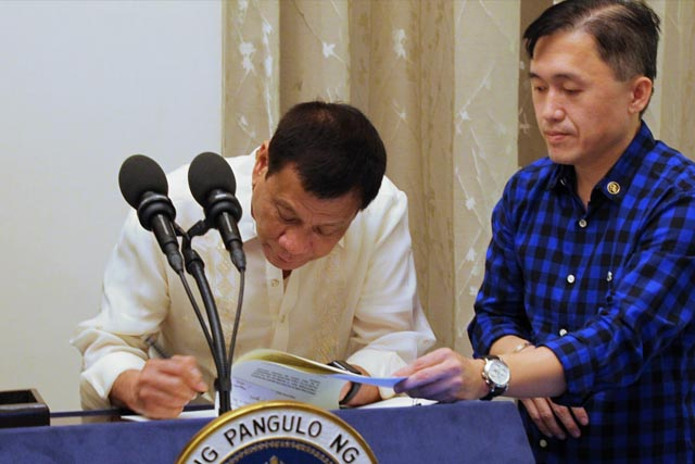Duterte signs law on free college tuition