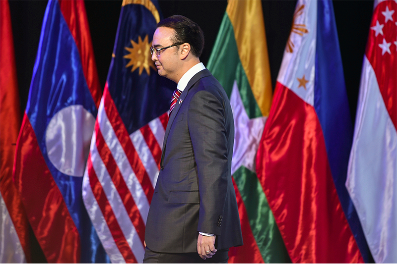 Philippines prefers legally binding South China Sea code
