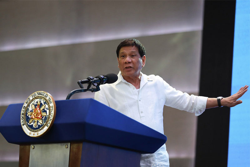 If the government will be in peril due to the efforts of the Left and his critics, President Duterte said he would not hesitate to declare a revolutionary government to quell destabilization moves against his administration. PPD/Robinson Niñal