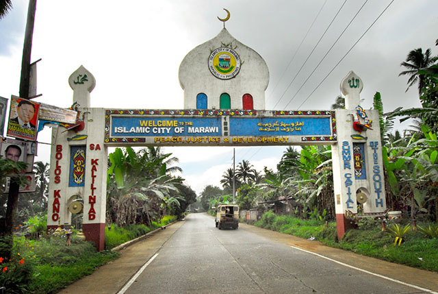 Marawi residents told to stay home as firefights continue