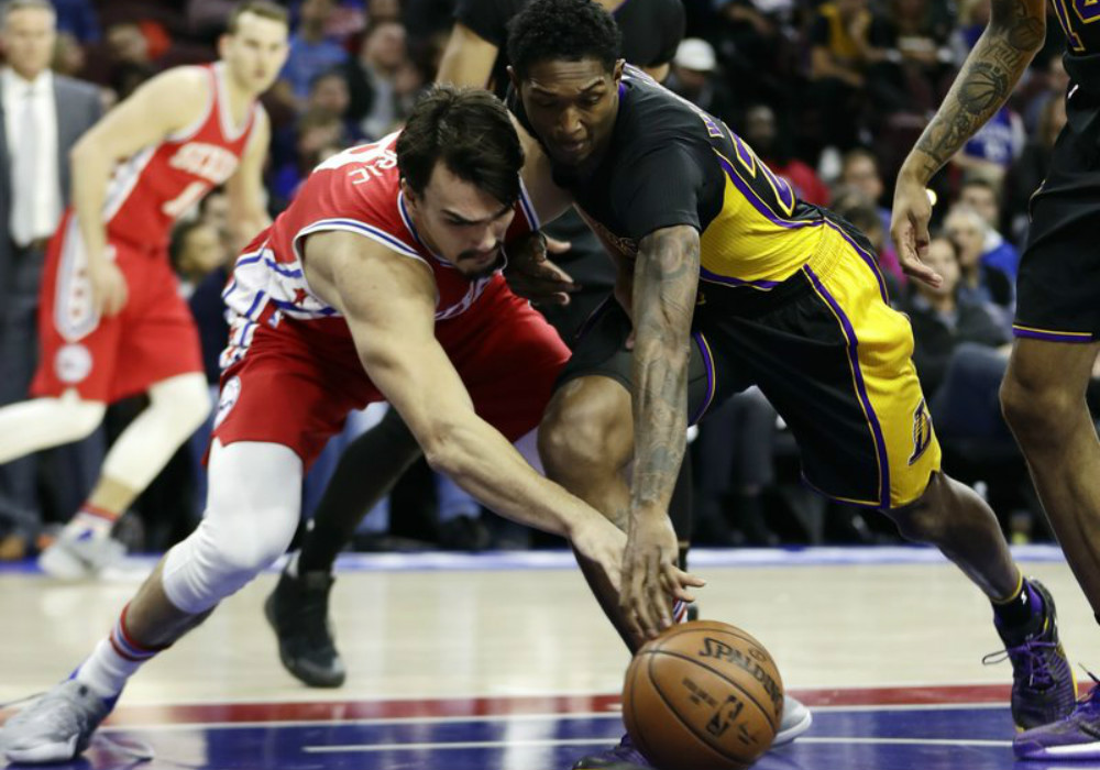 Lakers beat Sixers to snap eight-game skid