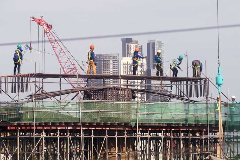According to Budget Secretary Benjamin Diokno, infrastructure and other capital outlays from January to October rose 50.3 percent to P665.1 billion compared to the P442.7 billion recorded in the same period last year.
