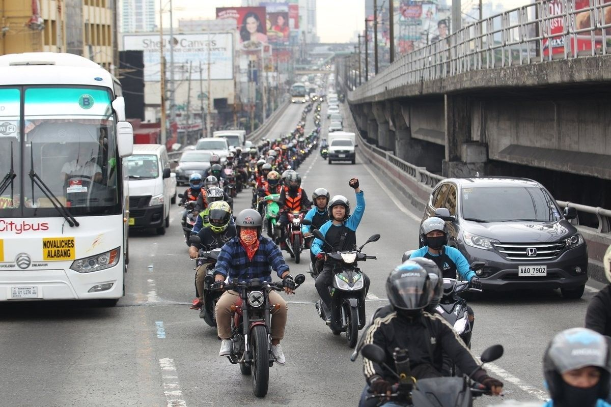 Arthur Tugade cracks whip on Angkas drivers