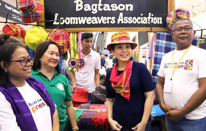 Dream weavers: Senator Legarda visits the Bagtason Loom Weavers Association booth at the Antique Harvest fair, one of her many projects in Antique.