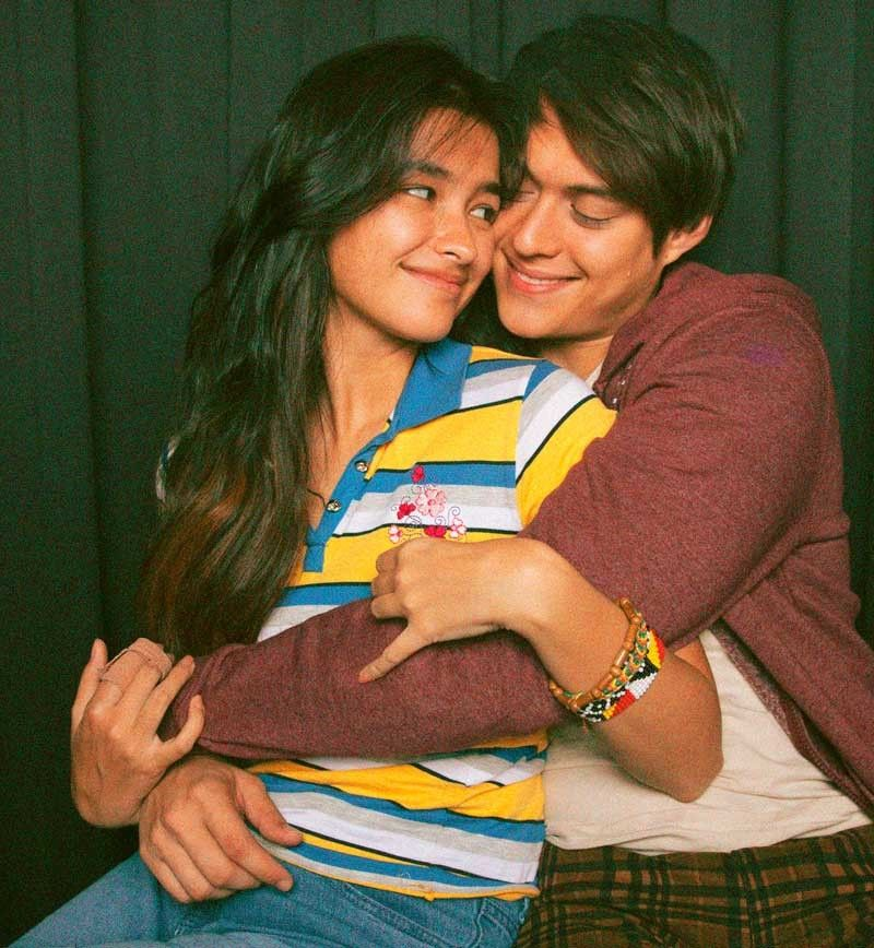 In a tell-all Conversation, Enrique Gil finally confessed that, yes, he and Liza Soberano are together not just on-screen but also, more so, off screen. No defenses at all. They were candid and comfortable with each other as this series of photos proves.