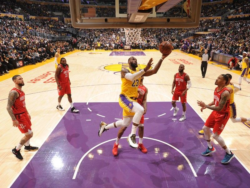 best sneakers 60cd9 fc8eb LeBron leads Lakers in come-from-behind win over Rockets ...
