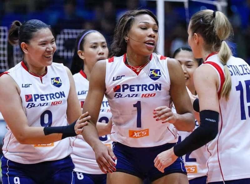 Niemer and Bell combined for 45 of the team�s 75 points as the defending champions romped off with their second straight win to share pole position with rival F2 Logistics.